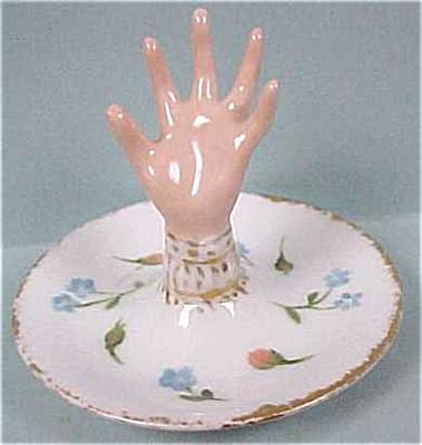 Small Porcelain Ringholder Hand Dish (Image1)