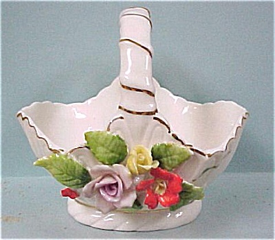 White Porcelain Basket with Applied Flowers (Image1)
