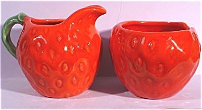 Metlox Poppytrail Strawberry Cream and Sugar (Image1)