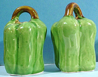 Pottery Green Pepper Salt and Pepper Shakers (Image1)
