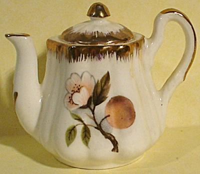 Miniature Teapot, Liverpool Road Pottery (Image1)