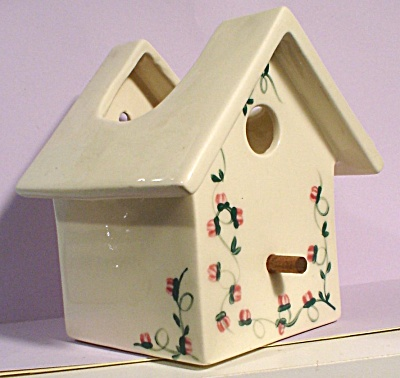 Unmarked Pottery Birdhouse Wallpocket (Image1)