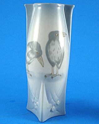 Small Porcelain Crow Raven Design Vase (Image1)