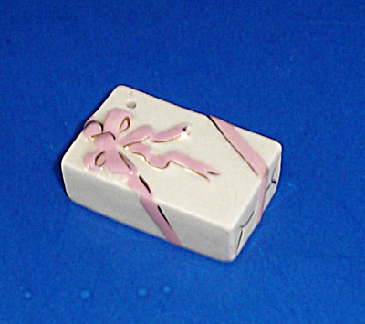 1950s Arcadia Pottery Single Miniature Gift Shaker (Image1)