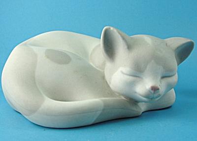 Porcelain Sleeping Cat (Image1)