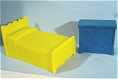 Superior Line Plastic Dollhouse Bed and Dresser (Image1)