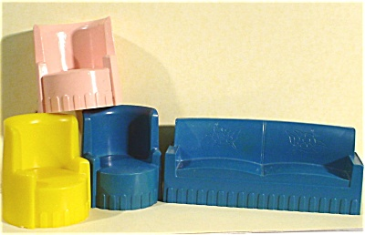 Superior / T. Cohn Plastic Dollhouse Couch / Chairs (Image1)