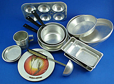Assorted Play Cookware (Image1)
