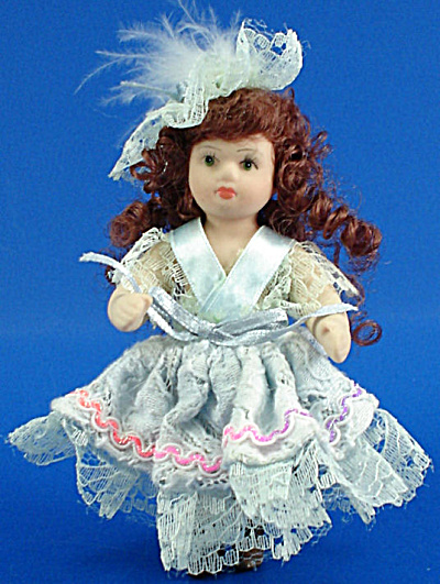 Pretty Bisque Doll (Image1)
