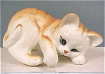 Click here to enlarge image and see more about item a03938: 1984 Enesco Playing Kitten
