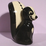 Click here to enlarge image and see more about item a05206: 1940s/1950s Miniature California Pottery Skunk