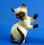 Click here to enlarge image and see more about item a06143: Goebel Siamese Playing Kitten