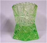 Click here to enlarge image and see more about item g00716: Green Glass Angular Toothpick