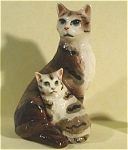 Click here to enlarge image and see more about item h01701: Hagen-Renaker Specialty Cat with Kitten