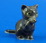Click here to enlarge image and see more about item h02305: Hagen-Renaker Miniature Tabby Cat Washing