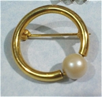 Circle Pin with Faux Pearl