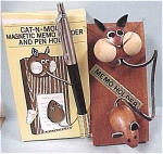 Click here to enlarge image and see more about item m00136: Wood Cat & Mouse Note Holder