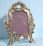Click here to enlarge image and see more about item mt00147: New Victorian Style Heart Shaped Picture Frame