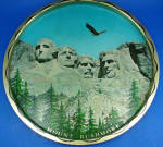 Click here to enlarge image and see more about item mt00191: Mt Rushmore Souvenir Metal Tray