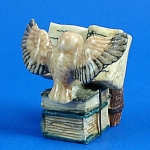 Click here to enlarge image and see more about item n01188: K482 Owl on Antique Style Books
