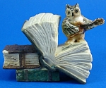 Click here to enlarge image and see more about item n01193: K482 Owl on Antique Style Books