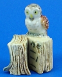 Click here to enlarge image and see more about item n01215: K482 Owl on Antique Style Book