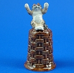 Click here to enlarge image and see more about item n01295: K4161 Cat on Basket Thimble