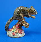 Click here to enlarge image and see more about item n01373: R049r Squirrel on Branch
