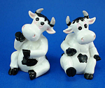 Click here to enlarge image and see more about item n01719: Resin Cow Pair