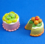 Click here to enlarge image and see more about item n01879: Dollhouse Miniature Cake Pair