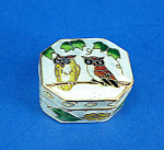 Click here to enlarge image and see more about item n02073: Miniature Enamel Metal Box