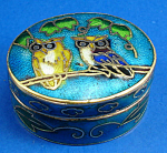 Click here to enlarge image and see more about item n02077: Miniature Enamel Metal Box