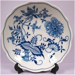 Click here to enlarge image and see more about item pt00570: Hutschenreuther Blue Onion Bowl