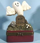 Click here to enlarge image and see more about item s00205: Resin Graveyard Halloween Trinket Box