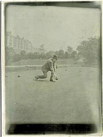 ANTIQUE PHOTO - LAWN BOWLING IN ENGLAND. C.1900. (Image1)