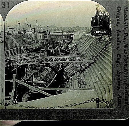 STEREOVIEW - WWI - 4 SUBMARINES IN DRY DOCK. (Image1)