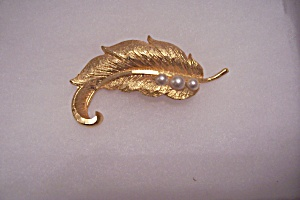 Stunning Gold Tone & Pearl Studded Leaf Brooch (Image1)