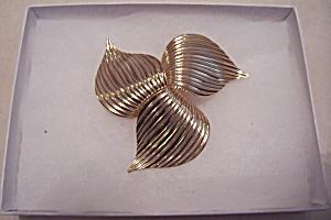 Sarah Coventry Gold-Tone Leaf Design Brooch (Image1)