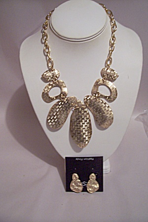 Gold Tone Chain & Abstract Disks Necklace & Earrings