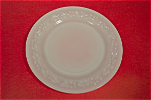 Anchor Hocking Daisy Pattern White/Milk Glass Plate (Image1)