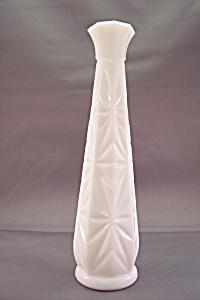 Milk Glass Bud Vase (Image1)