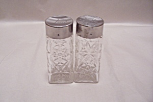 EAPC  Pair Of Crystal Glass Shakers (Image1)