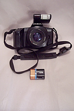 Minolta Maxxum 3000L 35mm SLR Film Camera (Image1)