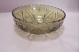 Anchor Hocking Avocado Green Glass Serving Bowl (Image1)