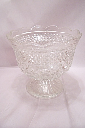 Anchor Hocking Wexford Pattern Glass Footed Centerpiece (Image1)