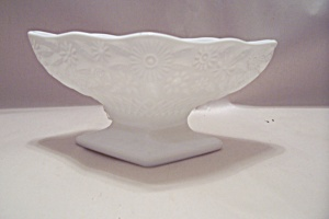 Milk Glass Footed Bowl (Image1)