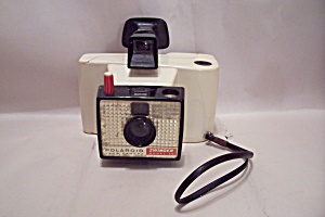 Polaroid Swinger Model 20 Instant Land Camera (Image1)