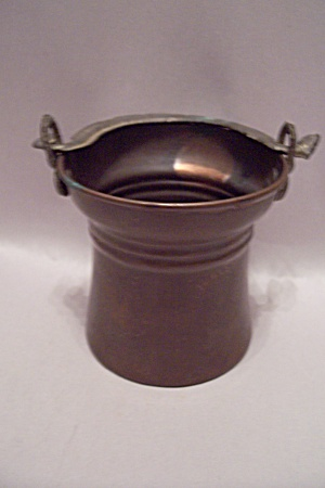 Tiny Copper Bucket With Handle (Image1)