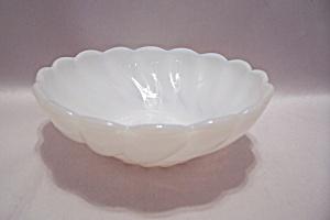 White Opalescent Swirl Pattern Glass Bowl (Image1)