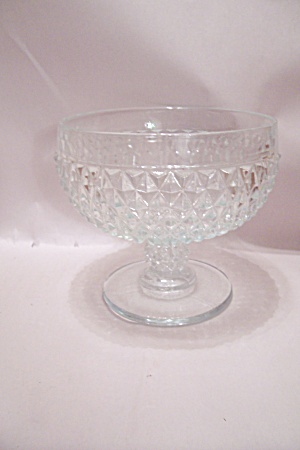 Crystal Pattern Glass Pedestal Centerpiece/Fruit Bowl (Image1)